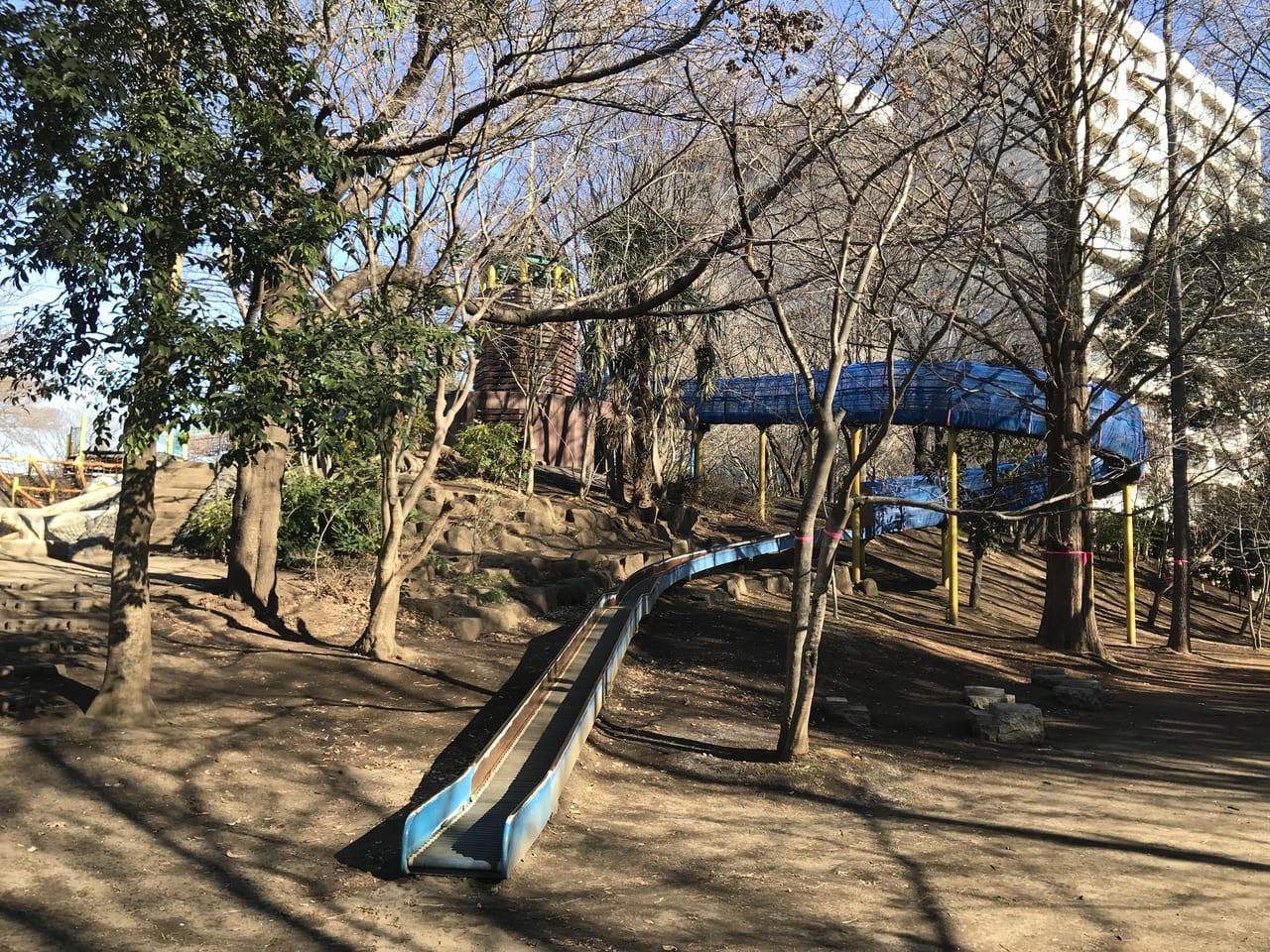 西の原中央公園にあるローラースライダー